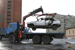 В Норильске продолжается вывоз брошенного автотранспорта