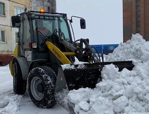 Работа снегоуборочной техники на городских улицах
